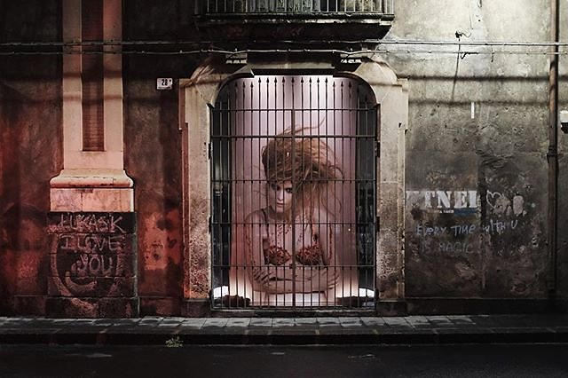#italy #sicily #catania #streetphotography #model #trapped #fujifilm #x100f #nofilter
